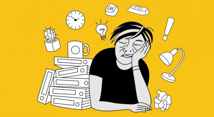 Træt person omgivet af arbejde